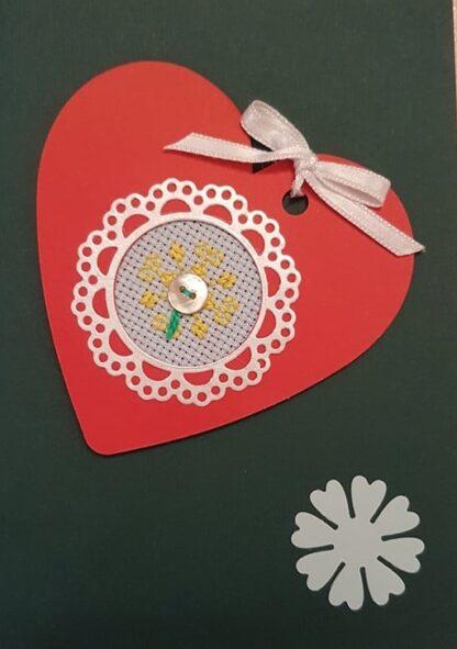 картичка сърце с бродерия