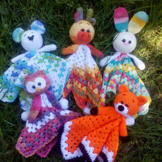 плетена играчка за гушкане